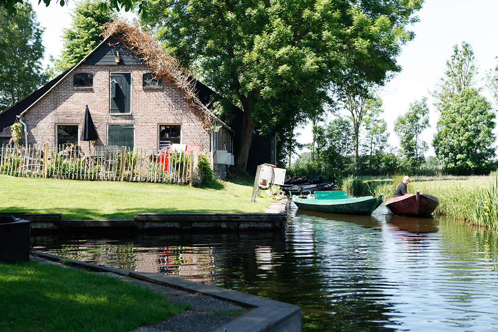 Best Things To Do In Giethoorn Netherlands featured by top US travel blog, Tea Cups & Tulips